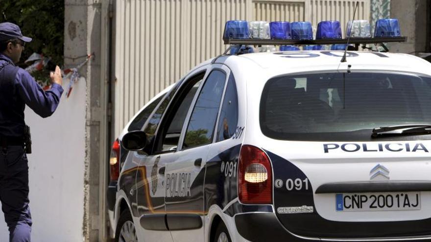 Una mujer suiza buscada por llevarse a su hijo mata al bebé en Torrevieja