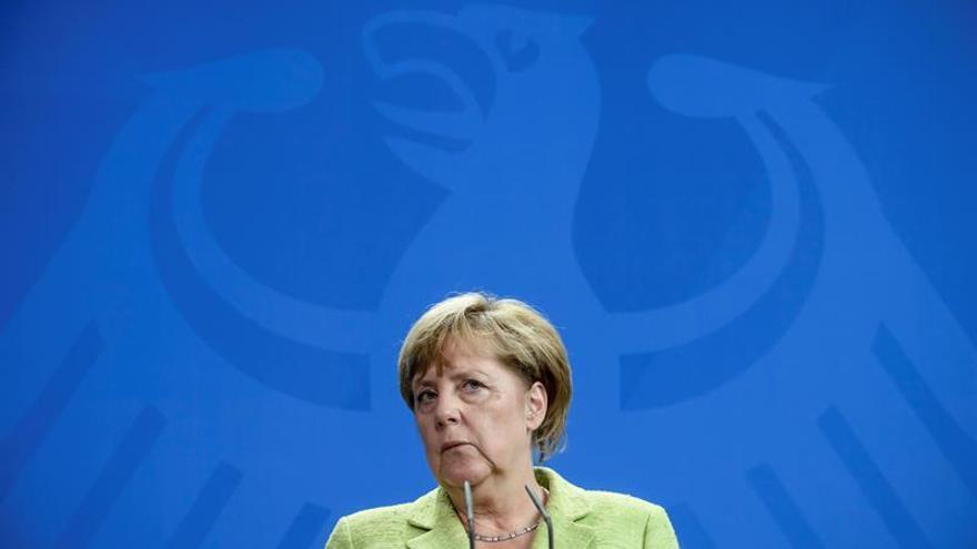Merkel acusa al sector del motor alemán de malgastar confianza con escándalos