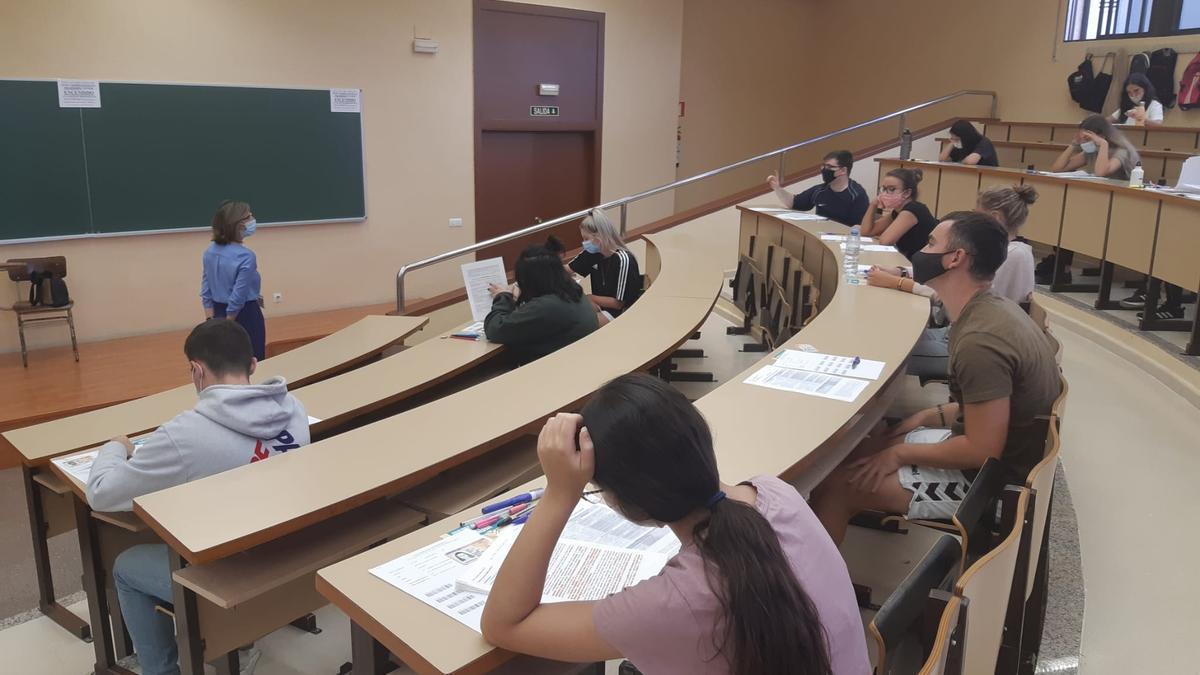 Estudiantes en un aula de la Universidad de Extremadura