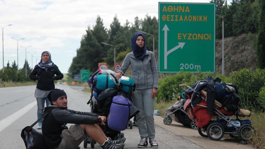 Juhina y su familia en Idomeni. | Fotografía: Ángel Ballesteros