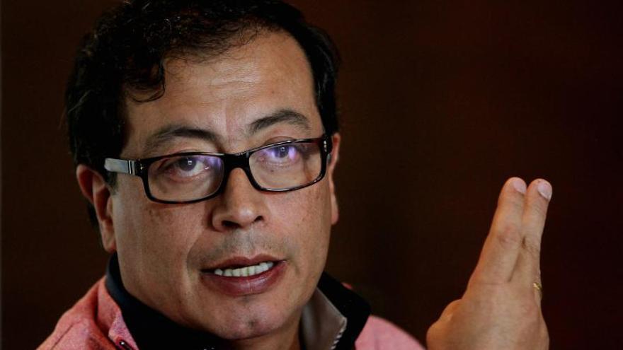 Simpatizantes del alcalde de Bogotá reanudan las protestas por su destitución