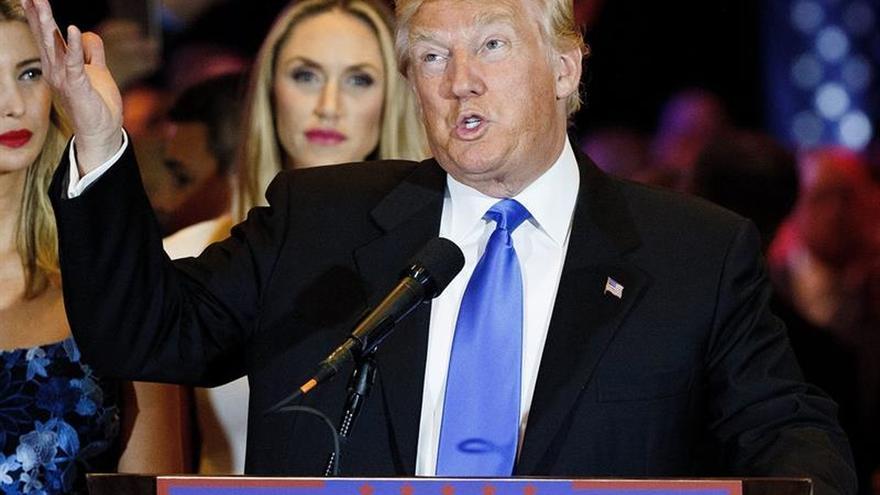 Trump se reúne con la senadora Joni Erns y dispara rumores sobre vicepresidentes