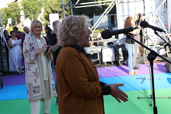 Carmena en el escenario de Colón durante su discurso del WorldPride 2017 | Fotografía: Ayuntamiento de Madrid