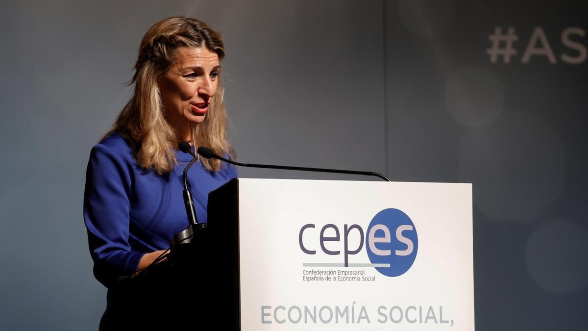 La vicepresidenta tercera y ministra de Trabajo, Yolanda Díaz, participa en la inauguración este jueves de la asamblea general de la Confederación Empresarial Española de la Economía Social (CEPES) en Madrid.