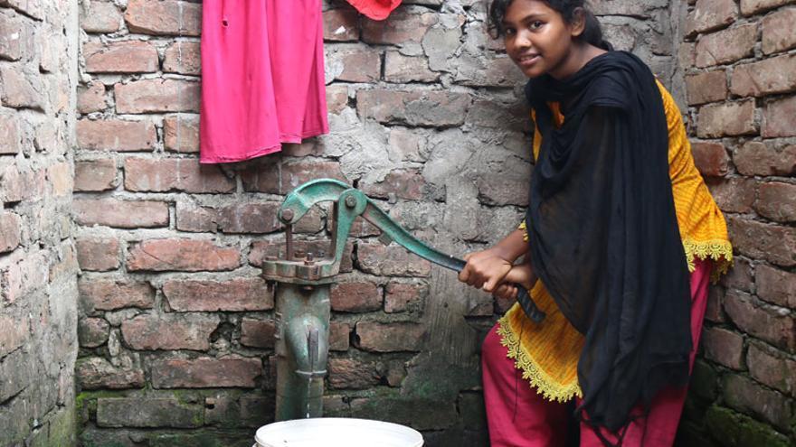 Shanta ayuda en las labores del hogar