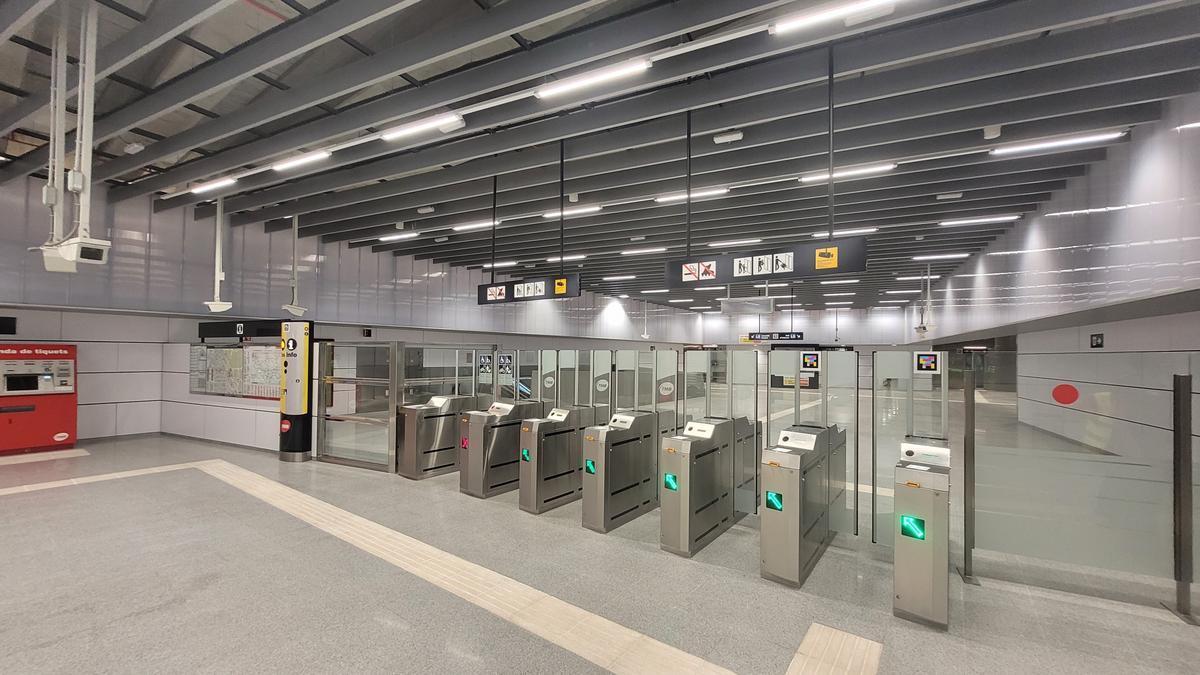 L'estació de la L5 d'Ernest Lluch.