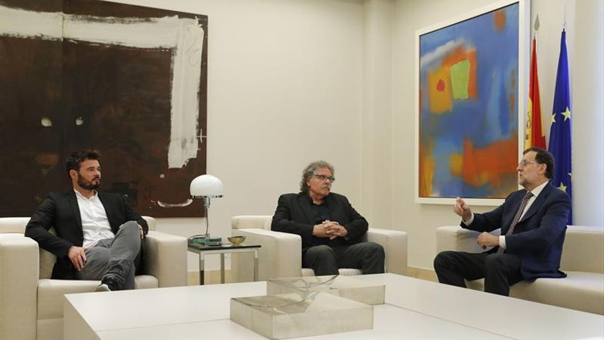 "Tardà entrega un ""pen drive"" a Rajoy con ""inadmisibles"" grabaciones de F.Díaz"