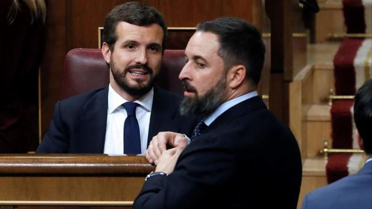 Pablo Casado y Santiago Abascal durante un Pleno del Congreso.