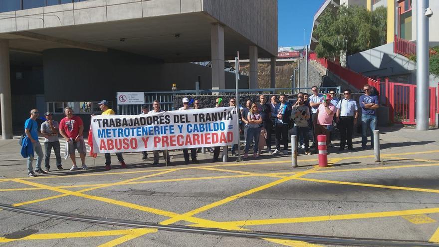 Protesta de este miércoles por fuera de las instalaciones del tranvía en La Laguna