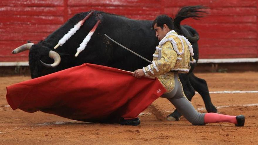 Joselito Adame arrollador, dos orejas y salida a hombros