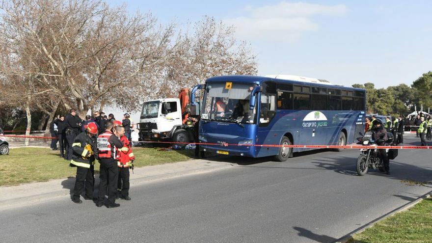 Cuatro muertos en un atropello con un camión contra soldados israelíes en Jerusalén