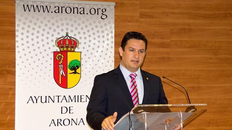 José Julián Mena durante la rueda de prensa / Turismo de Arona