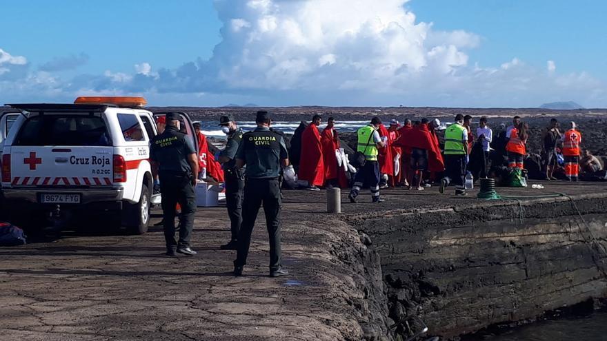 Tripulantes de la patera llegada a La Santa, en Lanzarote, en octubre de 2018