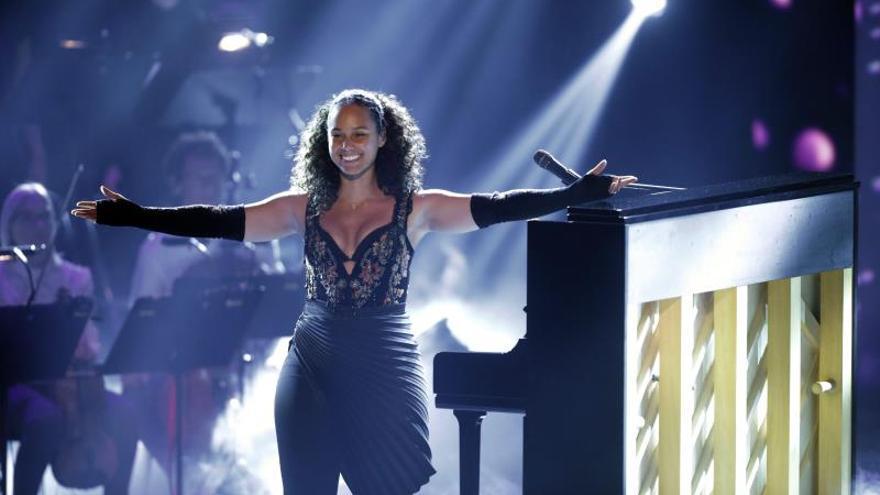 """Alicia Keys se une a Pedro Capó y Farruko en una versión bilingüe de """"Calma"""""""