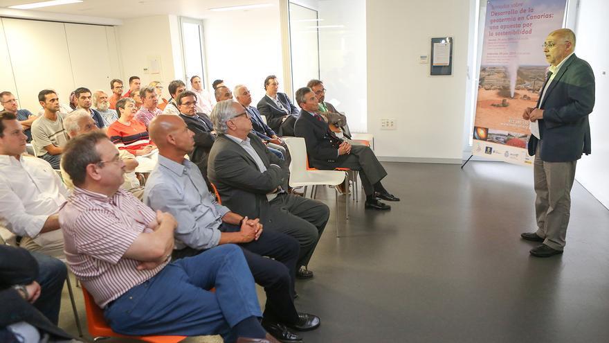 El presidente del Cabildo de Gran Canaria, Antonio Morales inauguró las Jornadas sobre Desarrollo de la geotermia en Canarias. (ALEJANDRO RAMOS)