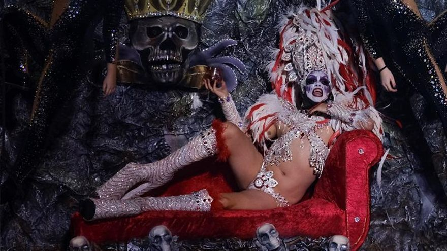 """Drag Múlciber"""": 'Desde Transilvania y con amor vengo a clavarte mi estaca peazo bujarrón'. (EFE/Angel Medina G)."""