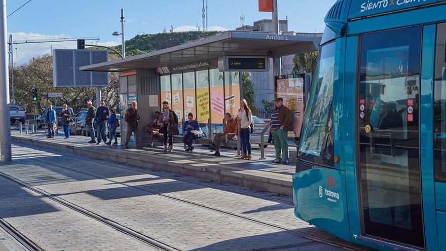 El Tranvía y las guaguas ampliarán sus frecuencias en los días señalados de Navidad