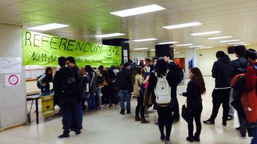 Votaciones del referéndum 3+2 en la Facultad de Historia de la UCM.