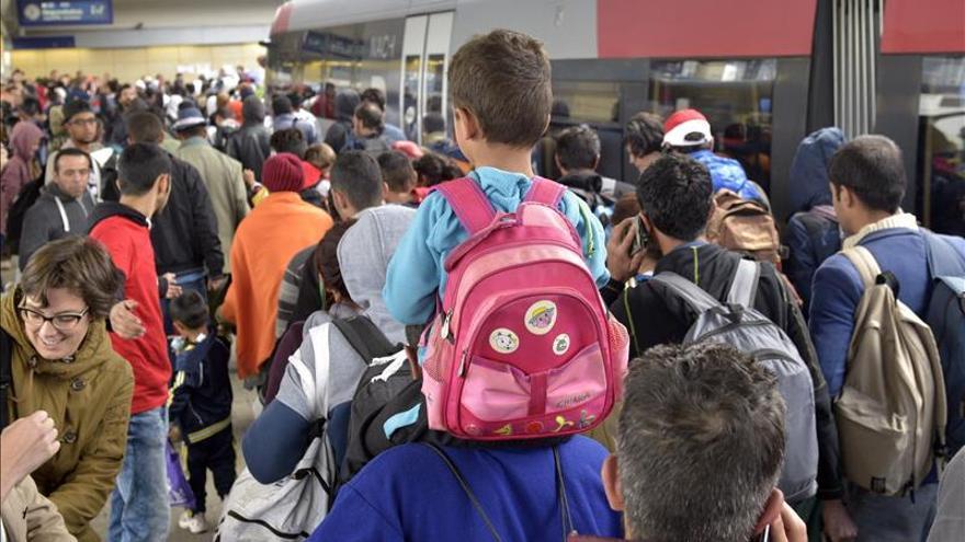Cientos de refugiados a su llegada a la estación de trenes Westbound/ Efe