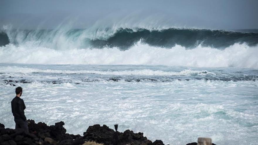 Fuerte oleaje en la zona de Jameos del Agua, al norte de Lanzarote.