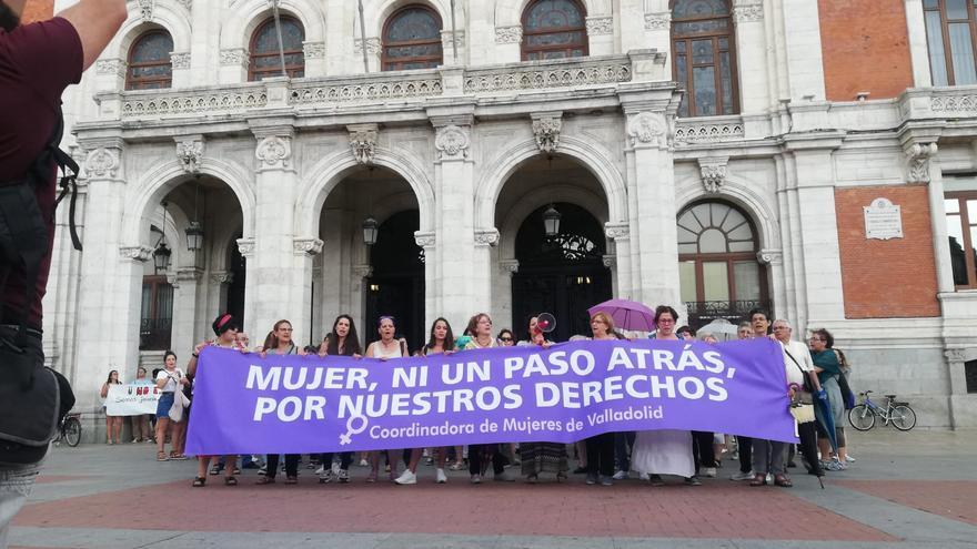 La concentración a las puertas del Ayuntamiento de Valladolid