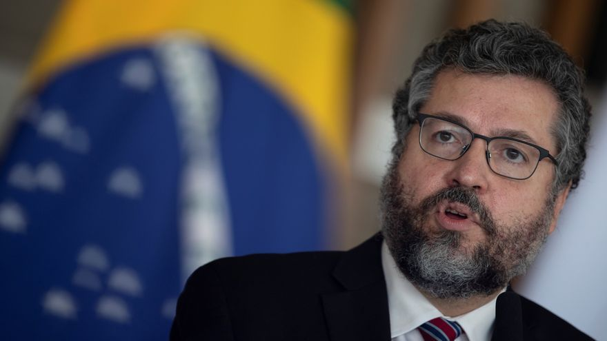 El canciller brasileño renuncia presionado por la base política de Bolsonaro