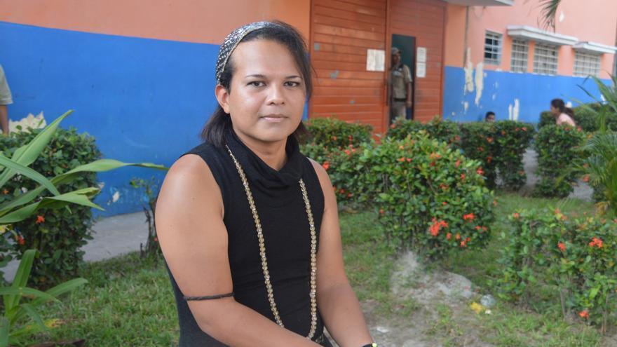 Chanel Waldor, sin avisar a ningún familiar y con solo 100 dólares en el bolsillo, decidió huir de El Salvador para proteger su vida