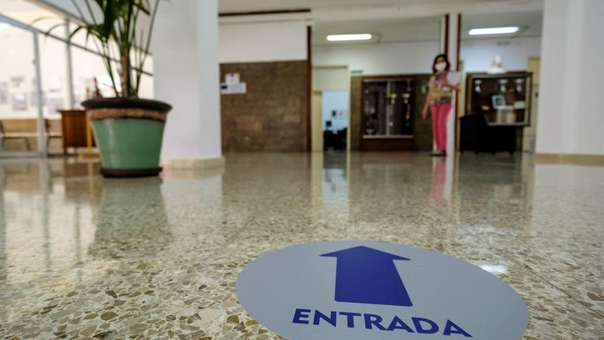 IES Pérez Galdós, en Gran Canaria, preparado con la señalización correspondiente y las medidas de higiene para el alumnado de refuerzo.