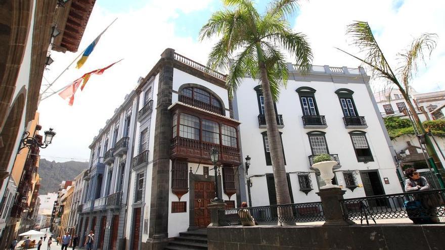 En la imagen, en el centro, edificio que acoge la sede del Centro Asociacio de la UNED en La Palma.