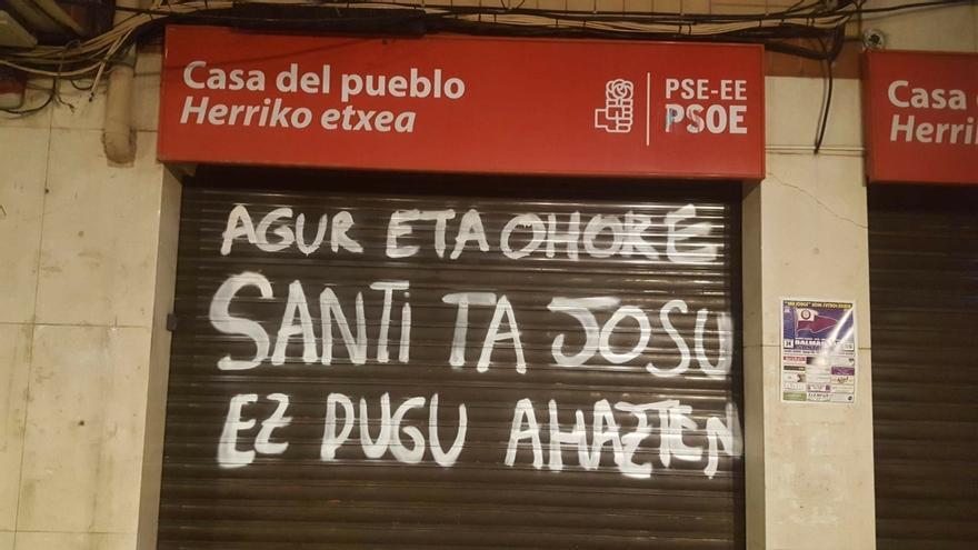 PSE-EE denuncia las pintadas aparecidas en la Casa del Pueblo de Santurtzi que recuerdan a Brouad y Muguruza