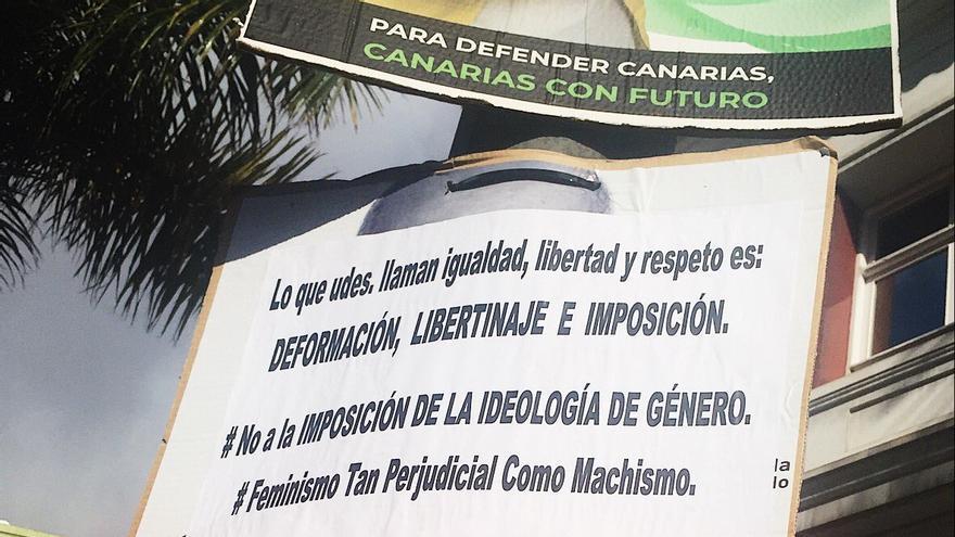 Uno de los carteles contra la igualdad que han aparecido esta semana en las calles de Las Palmas de Gran Canaria.