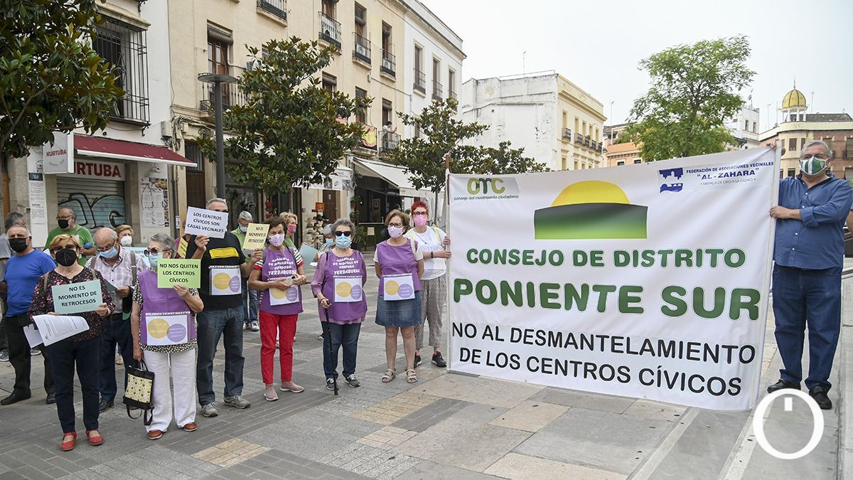 Protesta Consejo Movimiento Ciudadano y AlZahara por la situación de los centros cívicos