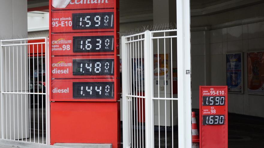 El gobierno francés anuncia un descenso de 6 céntimos del precio del combustible
