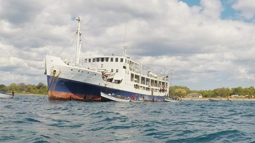 Maniobra de desembarco en el buque Ilala. Diego Tiria