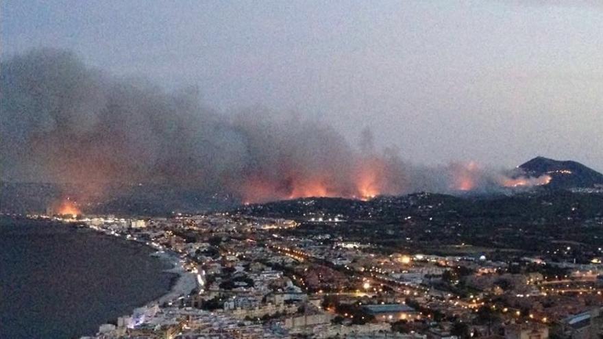 El fuego ha sembrado el caos en la zona