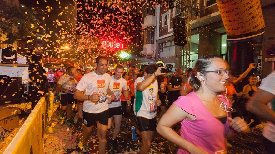 Alrededor de 1.550 corredores participarán este sábado en la I Binter NightRun, una carrera nocturna que recorrerá las principales calles de la capital tinerfeña.