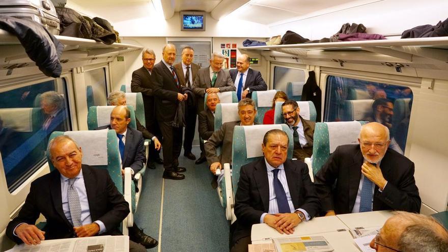 Los empresarios viajan en tren a Tarragona al acto reivindicativo