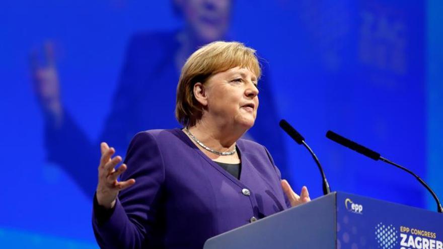Merkel mantiene diferencias con Macron sobre la OTAN y la ampliación de la UE