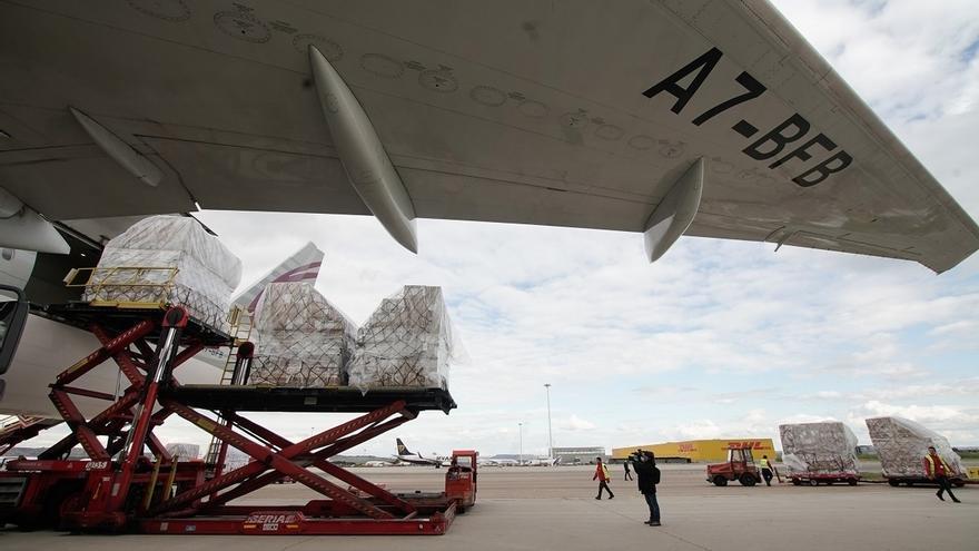 """Ayuso reconoce que ha tenido """"muchísimas dificultades"""" para traer el avión con material desde China"""