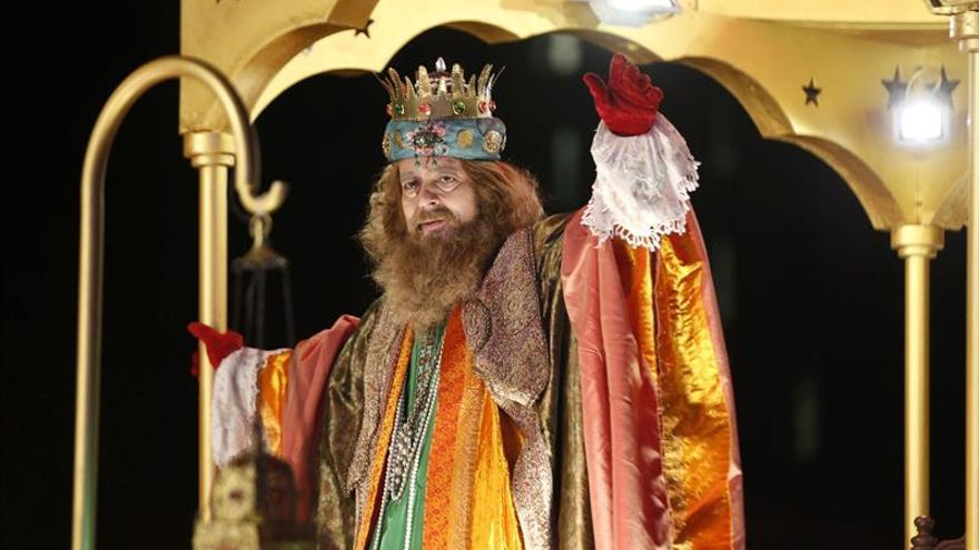 Los comitiva de los Reyes Magos inicia su recorrido por las calles de Madrid