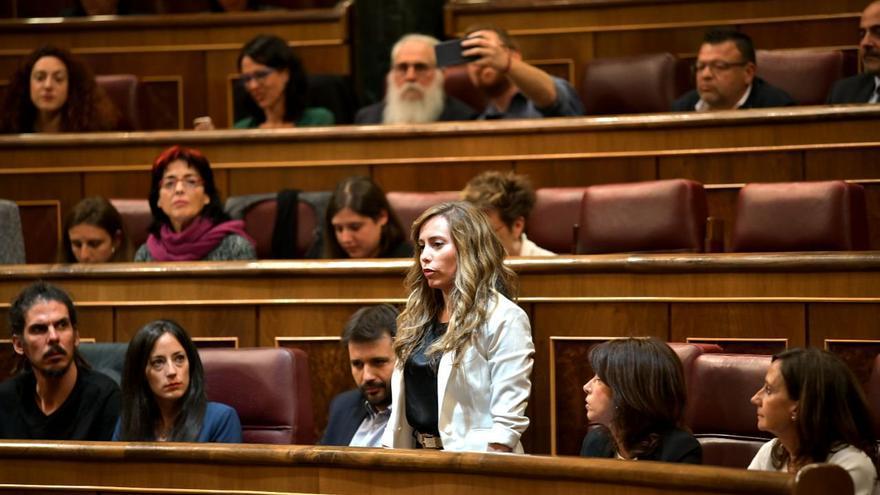 La diputada de Podemos, María Teresa Pérez, prometiendo su cargo en el Congreso