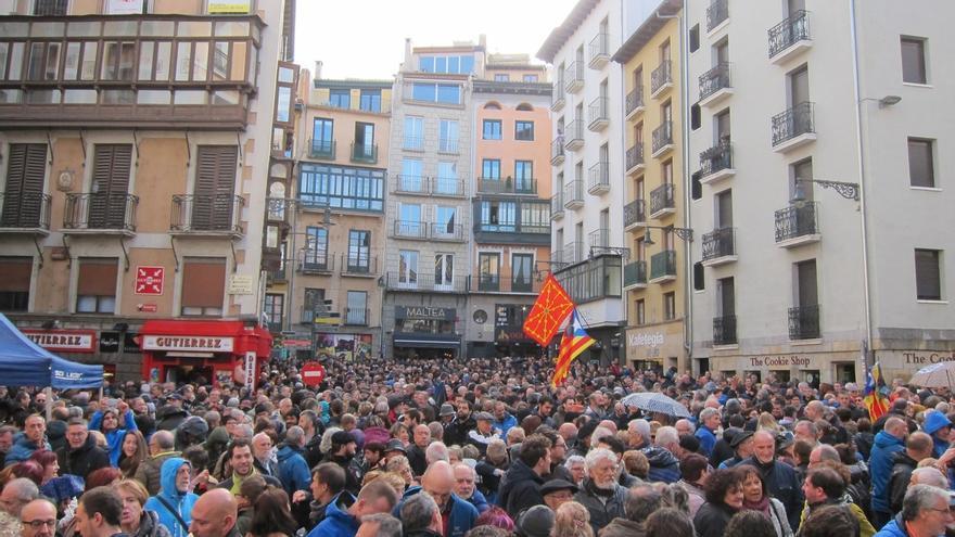 Cientos de personas rechazan en Pamplona el encarcelamiento de los miembros del Govern de Cataluña