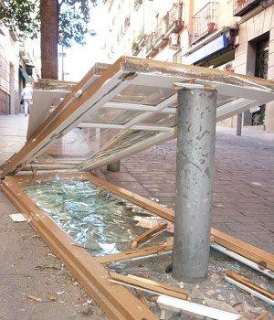 Cristales rotos en la Corredera, un día de septiembre de 2010 a las 13.00 horas | SOMOS MALASAÑA