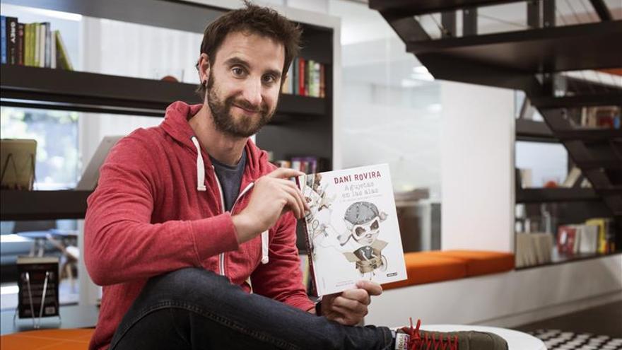 """Dani Rovira publica sus microcuentos ilustrados, """"Agujetas en las alas"""""""