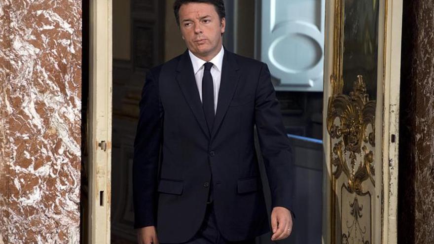 """Renzi reconoce ralentización económica """"para todos"""" tras aviso del FMI"""