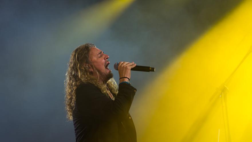 Uno de los integrantes de Maná durante el concierto.