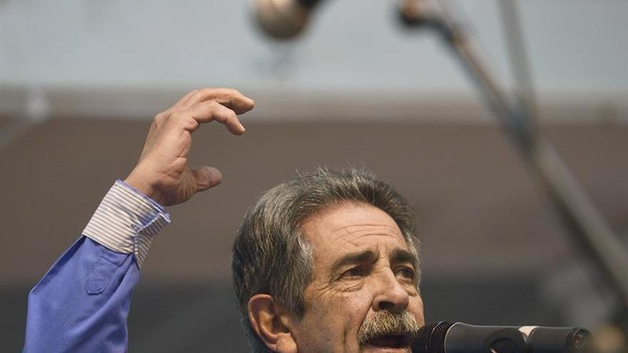 Revilla expresa malestar con anuncio de Rajoy de inversión en Cataluña
