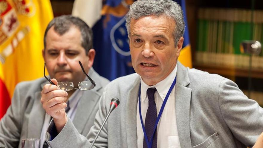 El presidente del Consejo Escolar de Canarias, Ramón Aciego de Mendoza Lugo, en comisión parlamentaria