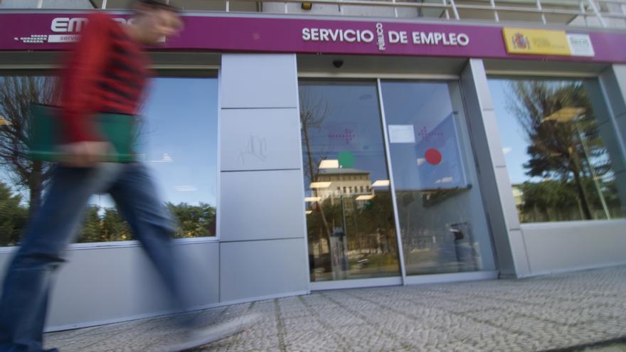 El desempleo subió en 1.880 personas durante el mes de agosto en Cantabria.   JOAQUÍN GÓMEZ SASTRE