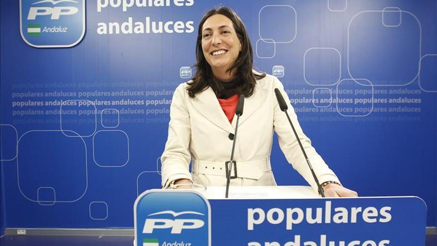 El PP-A se resigna a una negociación de partidos a tres bandas